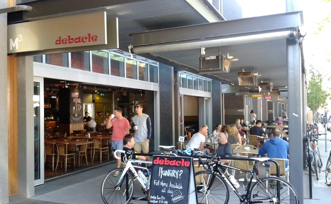 debacle, lonsdale street, braddon, canberra, ACT, best cafes, best cafes in canberra, pubs, pub, breakfast, lunch, dinner, family friendly,