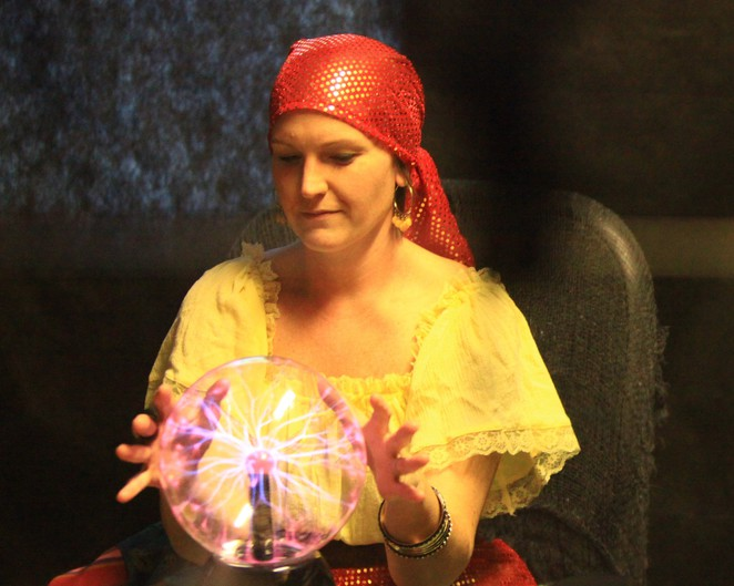 medium, fortune teller, clairvoyant, psychic expo, melbourne psychic expo, crystal ball,
