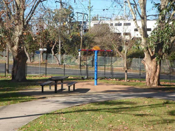 mildred avenue playground, playground in hornsby, hornsby parks, swings