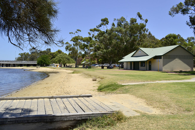 Bayswater, rowing club, Swan River, water, Perth, WA, barbecues, play area, picnic shelters, toilets,