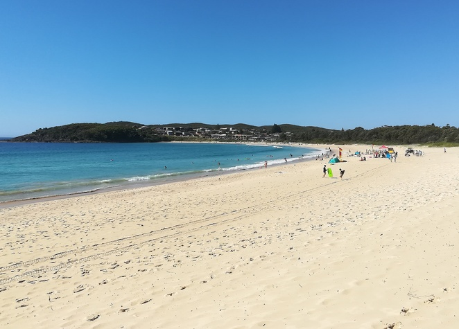 fingal bay, fingal bay beach, fingal spit, surf beaches, best beaches, life guards, surf club, things to do, longboat cafe, parkrun, port stephens, near shoal bay, near nelson bay, NSW, surfing, fishing, best fishing, shark island,