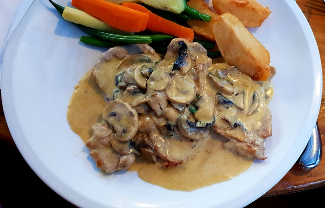 Italian, restaurant, veal, mushroom, dinner, lunch, family