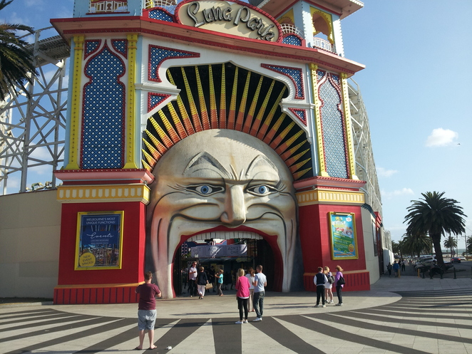 luna,park,st,kilda,melbourne,fun,rides,entertainment,mouth,teeth,amusement