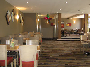 warm restaurants melbourne, indoor playground restaurants, family restaurants, stamford inn