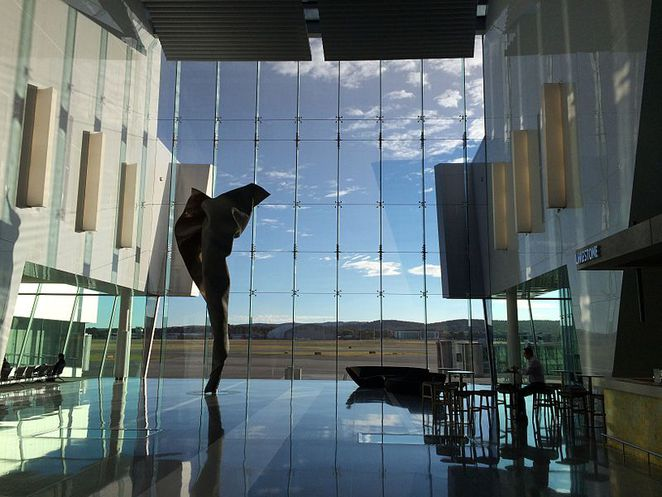 Canberra, Canberra Airport