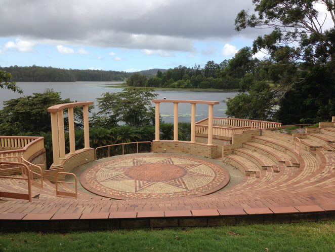 Cooroy, Boreen Point, Tewantin, Shopping, Tourism, Weekend Escapes, Gifts, Gardens
