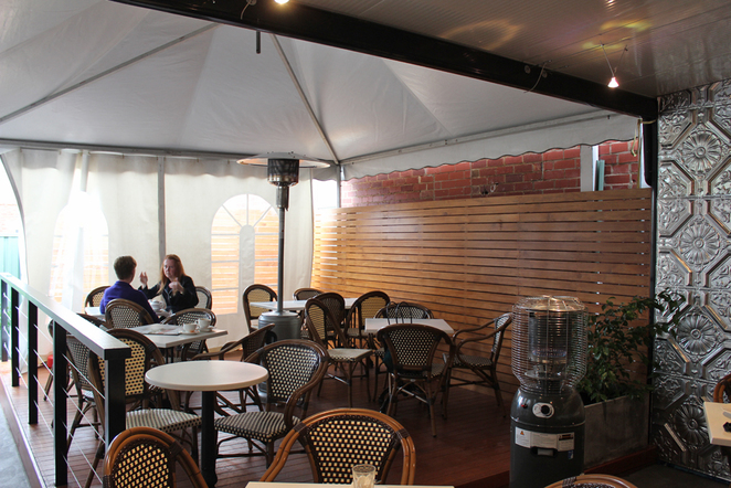 dolce classico, outdoor seating, walkerville cafe, courtyard seating