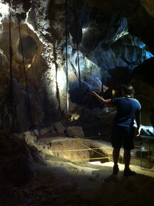 fossil tour, learning about fossils, capricorn caves, caving, outdoor, adventure activities, rockhampton with kids, cave tours