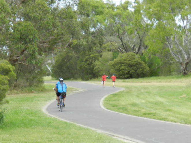 shared tracks, bike trails in melbourne, bike riding in melbourne, cycling in melbourne, dandenong creek trail, dandenong valley, jells park,