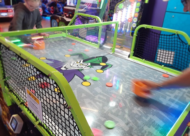 timezone, kotara, air hockey, newcastle, games, rainy day, school holidays, kids, children, family, date night, the rooftop, hoyts, activities, indoor, date night ideas, ten pin bowling, laser tag, dodgem cars, NSW, timezone venues,