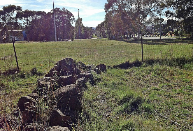 tuggeranong boundary wall, canberra, greenway, athllon drive, ACT, walks, early settler history, local history,