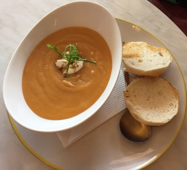 Carrot,soup,served,with,toasted,roll