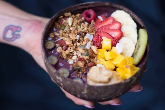clean eats, nelson bay, cafe, healthy cafe, popular, acai bowls, raw slices, breakfast, smoothie bowls, coc whip, port stephens, NSW,