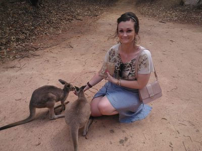 Feeding some young kangas