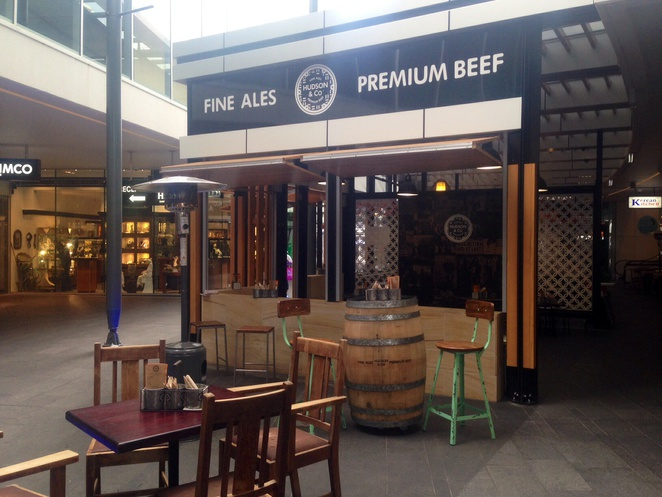 Gourmet burgers, burgers in surfers paradise, restaurants in surfers paradise, Hudson and co, fine ales, burgers and beer, Cavill lane, surfers paradise