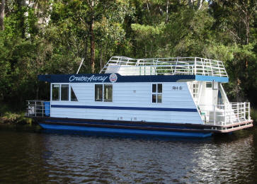 Image from Houseboat Holidays (Walpole) website.