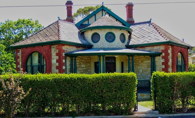 unusual houses of adelaide, strange houses, unusual houses, tree house, weird houses, heritage buildings, houses in adelaide, mansions in adelaide, adelaide apartments, unconventional houses