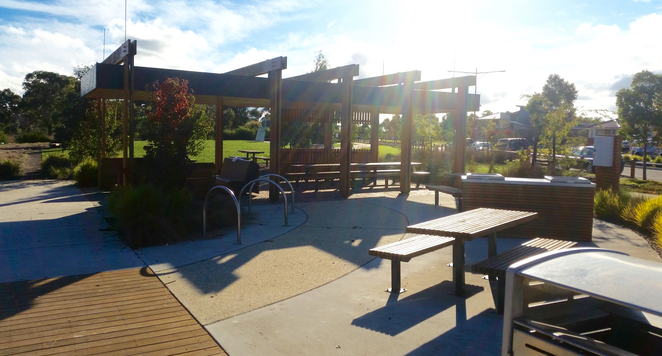 Armstrong Creek Park, Armstrong Creek Playground, BBQ, barbecue, public bbq, picnic area, picnic spot, geelong,