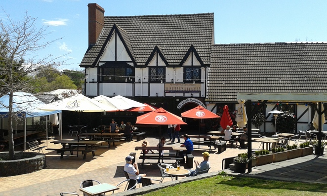 George Harcourt Inn, Canberra, Gold Creek, Nicholls, pubs in Canberra, English pub