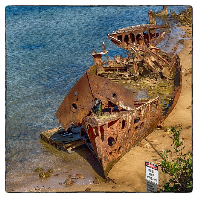 Guyundah_wreck, Woody_point, cliffs, wrecks, breakwater