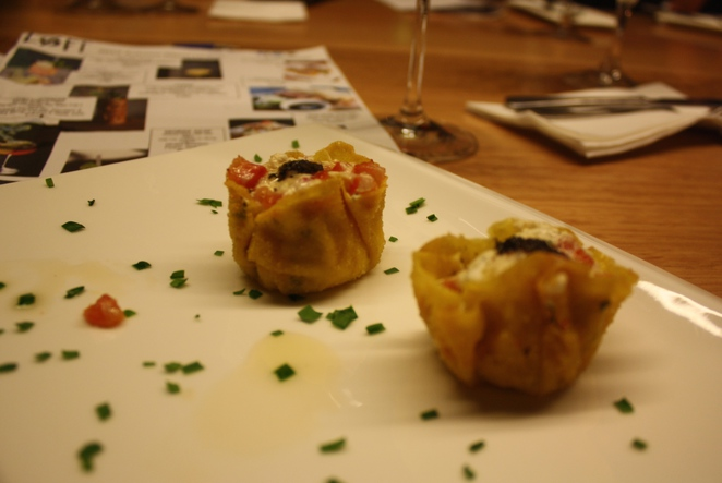 Vegetarian cheese and onion nibbles