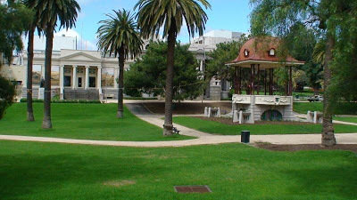 Sloping lawns, palm trees, Johnstone Park