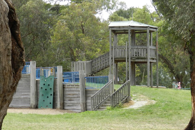 tower, lookout, jells park, yabbie hill, wheelers hill, playgrounds in melbourne, play space, picnic areas in melbourne,