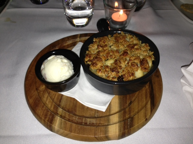Apple and raisin crumble dessert