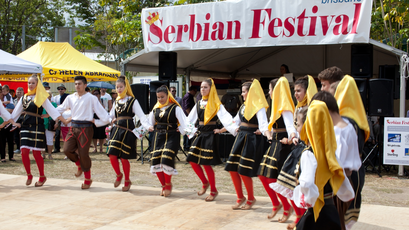 https://www.weekendnotes.com/im/004/00/folk-group-kosovski-bozuri-21.jpg