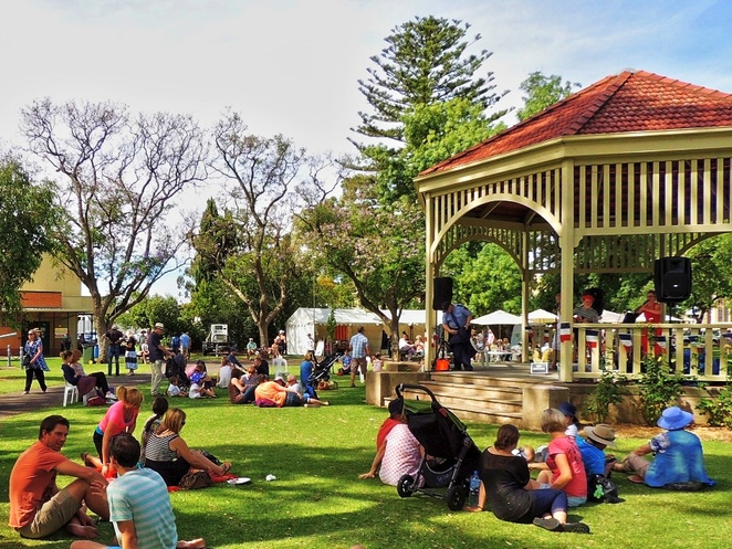 free things to do, fun things to do, in adelaide, christmas decorations, markets, activities for kids, free events, family entertainment, christmas lights, markets in adelaide