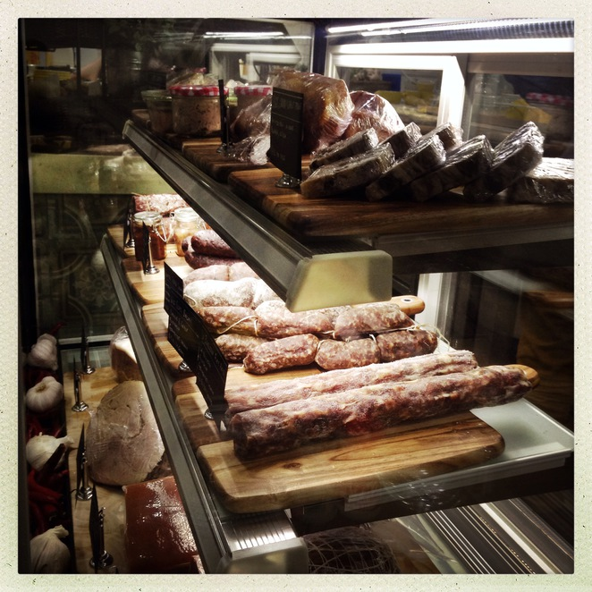 Two little pigs, cafe, coffee, Charcuterie