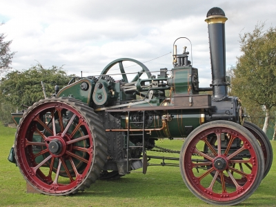 Victoria Metcalfe Castlemaine Maldon Country Tractors Vintage Woodchop Wood Chopping