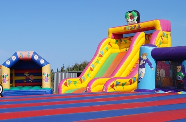 bouncy,castle
