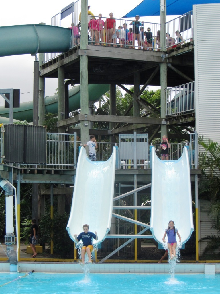 Chermside swimming pool water park brisbane for Splash pool show gold coast