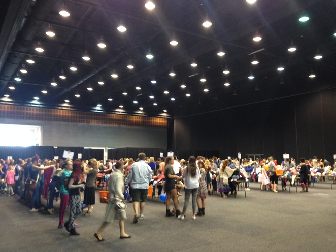 lifeline, clothing sale, $2 clothing sale, preloved clothes, bargain shopping, shopping on the gold coast, gold coast events, where to buy cheap clothes, charity