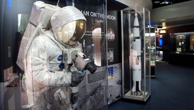 Let your kids learn more about space while you relax in the air conditioning at the Sir Thomas Planetarium in the Brisbane Botanic Gardens