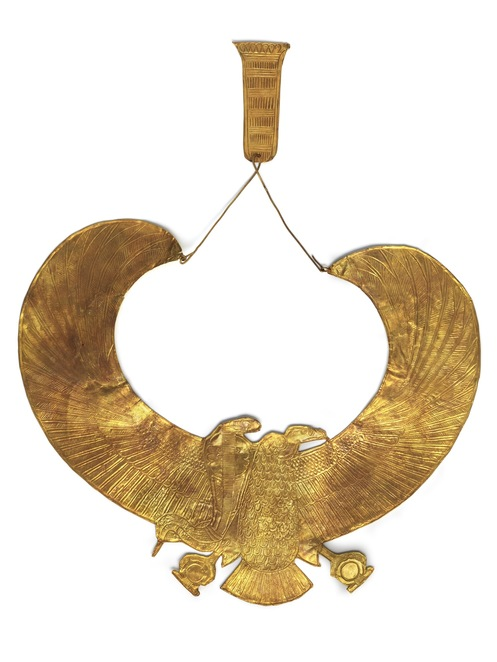 Gold wesekh collar and counterpoise vulture with spread wings and Uraeus. Laboratoriorosso, Viterbo/Italy