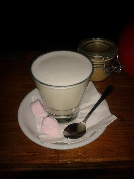 hot chocolate, white chocolate, fremantle, moore & moore, cafe