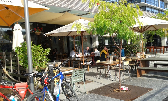 local press, kingston foreshore, canberra, ACT, dog friendly, pet friendly, lunch, breakfast,