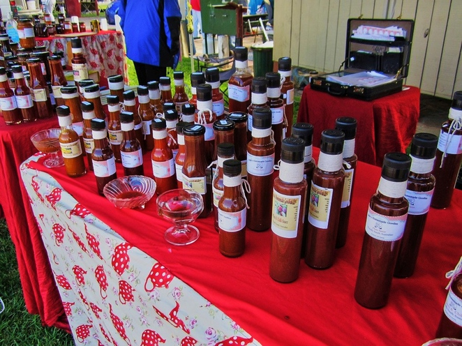 strathalbyn, strathalbyn markets, strathalbyn market, strathalbyn railway station, adelaide hills, antiques and collectables, country markets, market stalls, steamranger, sauces for steak