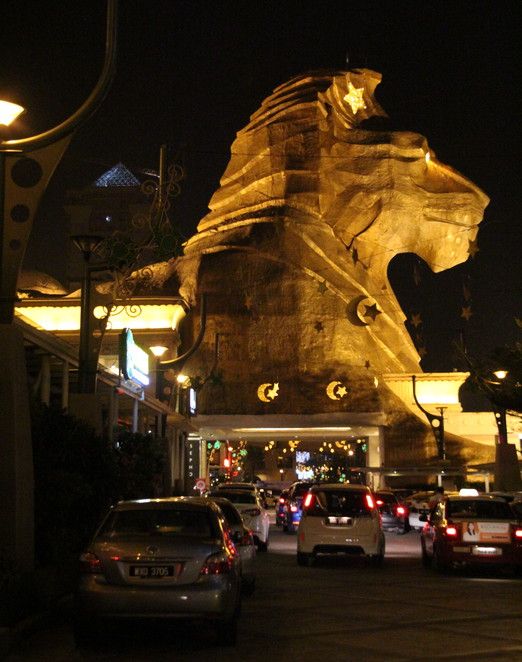 Sunway Pyramid Hotel West makes a great impression with the Egyptian theme large image