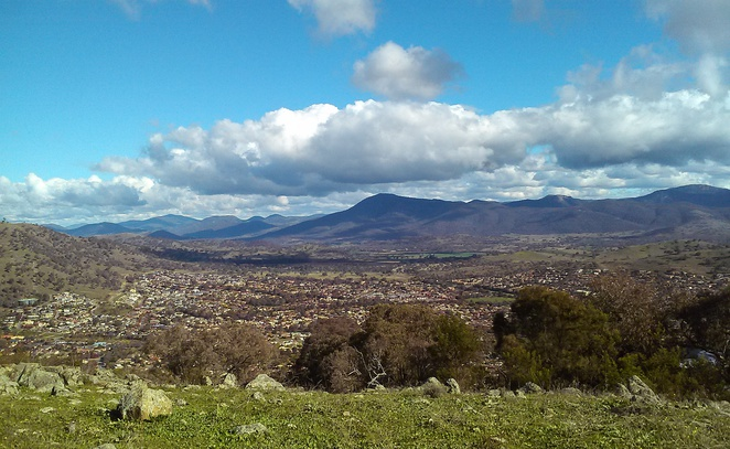 tuggeranong hill, canberra, walks, canberra nature park, ACT, bushwalks, walking tracks,