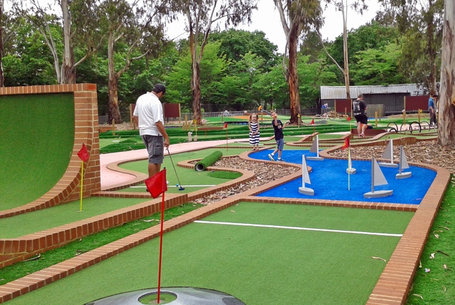 yarralumla play station, canberra, weston park, ACT, mini golf, putt putt,