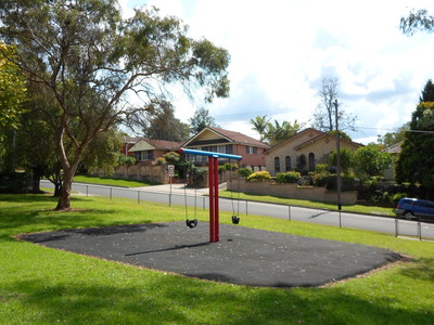 amor street park asquith swings