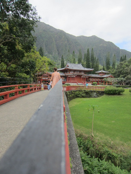 Byodo-in temple, valley of the temples, one day in oahu, great American road trips, oahu day trip, Hawaii day trips