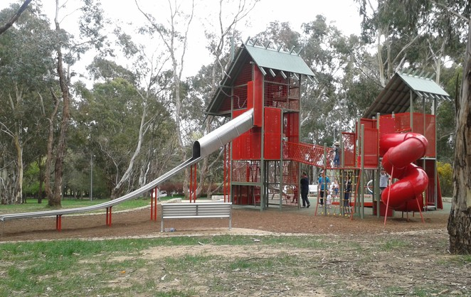 John Knight Memorial Park, Belconnen, Canberra's best parks, ACT parks, playground, free BBQ's, picnic spots