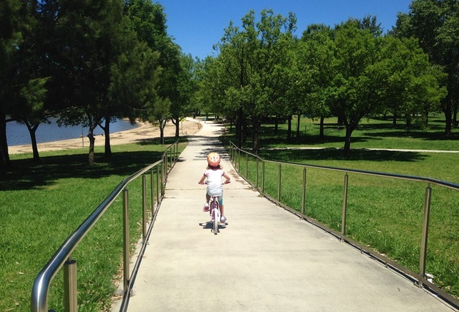 lake tuggeranong, canberra, ACT, bike paths, skate bowl, BBQ areas, tugegranong town park, kids, childrens, weekend,
