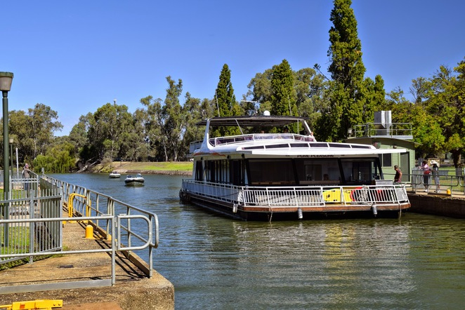 Things to do in Mildura, Chaffey Trail, Chateau Mildura, Kings Billabong, Feast Street, Lock 11, Mildura Wharf, Grand Hotel, 48 Colours of Icecream, Langtree Avenue