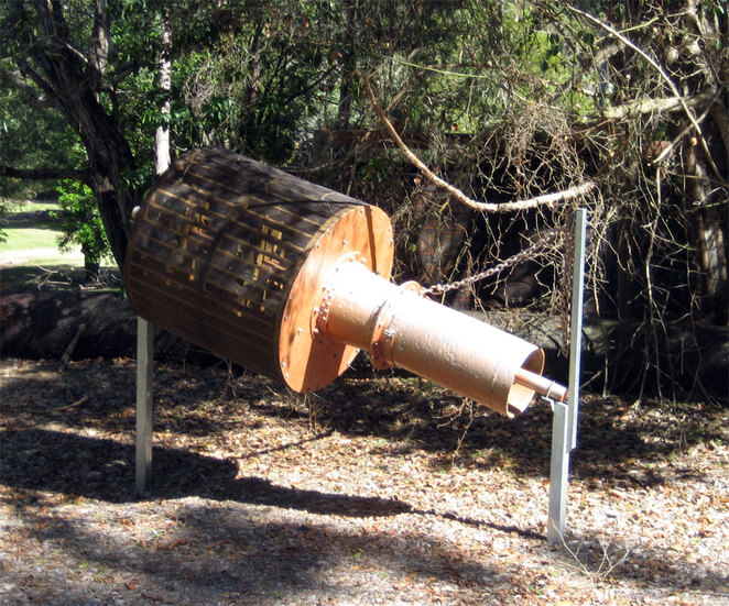 Along as being a hiking and picnic destination, you can also see a variety of historic items from the dam