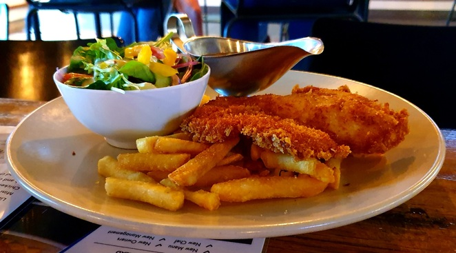 Hotel, Newcastle, Warner's Bay, schnitzel, lunch, specials, family